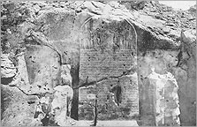 Stela S and its flanking statues, after Davies 1908, Pl. X