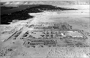Aerial photograph of the Central City, viewed towards the north, when freshly excavated in March 1932. The Small Aten Temple is in the foreground. Much of the Great Palace has not yet been dug by the Pendlebury expedition
