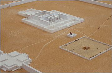 The offering area of the Great Aten Temple, in front of the Sanctuary, reconstructed in a model