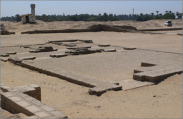 The small building – so-called 'Priest's House' – in the second court of the Small Aten Temple, viewed to the south-west