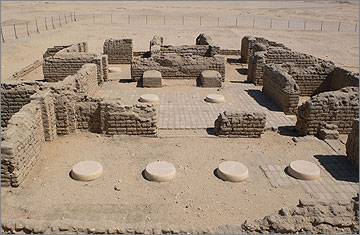 House Q44.1, of an unknown person, an example of the larger houses built by Akhenaten's chief officials. The modern fence runs close to the line of the enclosing wall to the grounds of the house
